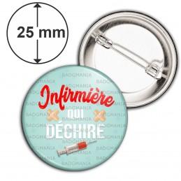 Badge 25mm Epingle Infirmière qui déchire - Seringue Pansements Fond Bleu
