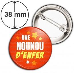 Badge 38mm Epingle Une nounou d'enfer ! - Fond Rouge Etoilé