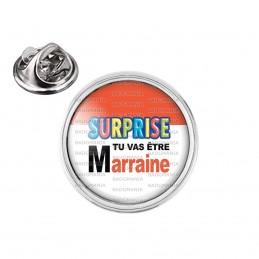 Pin's rond 2cm argenté SURPRISE Tu vas être MARRAINE - Logo Œufs Chocolats