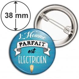 Badge 38mm Epingle L'Homme Parfait est ELECTRICIEN