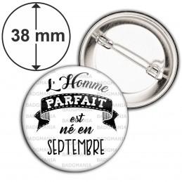 Badge 38mm Epingle L'Homme Parfait est Né en SEPTEMBRE - Noir sur Blanc