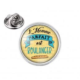 Pin's rond 2cm argenté L'Homme Parfait est BOULANGER