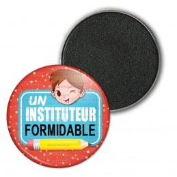 Magnet Aimant Frigo 3.8cm Un Instituteur Formidable - Chatain - Fond Rouge