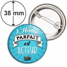 Badge 38mm Epingle L'Homme Parfait est ACTEUR