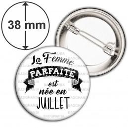 Badge 38mm Epingle La Femme Parfaite est Née en JUILLET - Noir sur Blanc