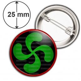 Badge 25mm Epingle Croix Basque Verte fond Noir Rouge Pays Basque Euskadi Euskara Symbole 64 Biarritz
