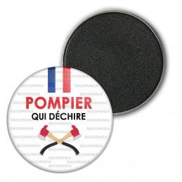 Magnet Aimant Frigo 3.8cm POMPIER qui déchire - Bleu Blanc Rouge Haches Fond Blanc