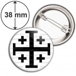 Badge 38mm Epingle Croix de Jérusalem Noire Fond Blanc Terre Sainte Catholique Nation