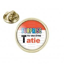Pin's rond 2cm doré SURPRISE Tu vas être TATIE - Logo Œufs Chocolats