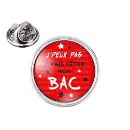 Pin's rond 2cm argenté J'Peux Pas J'Vais fêter mon BAC - Etoiles Fond Rouge