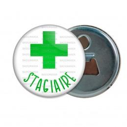 Décapsuleur 6cm Aimant Magnet Stagiaire en Pharmacie Croix Verte Fond Blanc