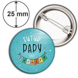 Badge 25mm Epingle Futur PAPY qui déchire - Banderole Fond Bleu