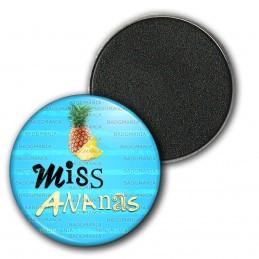 Magnet Aimant Frigo 3.8cm Miss Ananas - Fruit ananas sur fond bleu