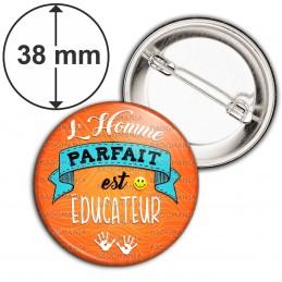 Badge 38mm Epingle L'Homme Parfait est EDUCATEUR