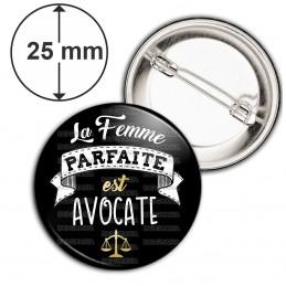 Badge 25mm Epingle La Femme Parfaite est AVOCATE