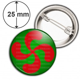 Badge 25mm Epingle Croix Basque Rouge fond Vert Pays Basque Euskadi Euskara Symbole 64 Biarritz