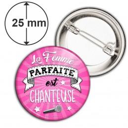 Badge 25mm Epingle La Femme Parfaite est CHANTEUSE