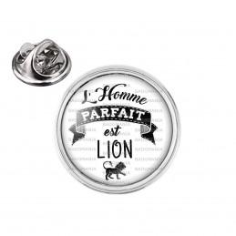 Pin's rond 2cm argenté L'Homme Parfait est LION - Signe Astrologique