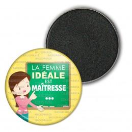 Magnet Aimant Frigo 3.8cm La femme idéale est Maîtresse - Fond jaune tableau vert