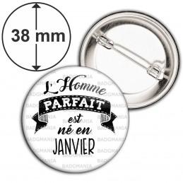 Badge 38mm Epingle L'Homme Parfait est Né en JANVIER - Noir sur Blanc