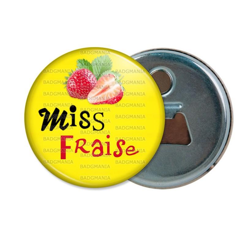 Décapsuleur 6cm Aimant Magnet Miss Fraise - Fruit fraises sur fond jaune