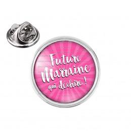 Pin's rond 2cm argenté Future Marraine qui Déchire - Fond rose