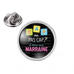 Pin's rond 2cm argenté Cap ou pas Cap d'être ma Marraine - Fond noir