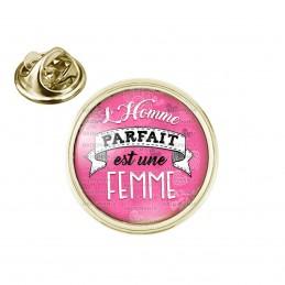Pin's rond 2cm doré L'Homme Parfait est UNE FEMME