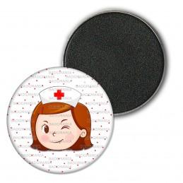 Magnet Aimant Frigo 3.8cm Infirmière Tête Clin d'oeil Fond blanc points rouges