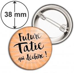 Badge 38mm Epingle Future Tatie qui Déchire - Fond orange