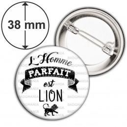 Badge 38mm Epingle L'Homme Parfait est LION - Signe Astrologique