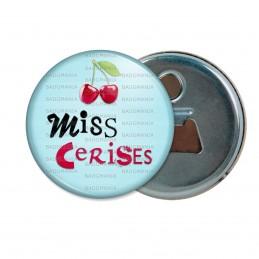 Décapsuleur 6cm Aimant Magnet Miss Cerise - Fruit cerises sur fond bleu clair