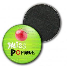 Magnet Aimant Frigo 3.8cm Miss Pomme - Fruit pomme sur fond vert