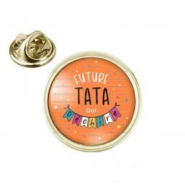 Pin's rond 2cm doré Future TATA qui déchire - Banderole Fond Orange