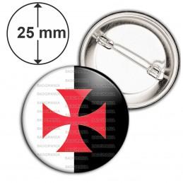 Badge 25mm Epingle Croix Templière Templier Ordre du Temple Fond Blanc Noir