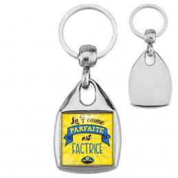 Porte-Clés Carré Acier La Femme Parfaite est FACTRICE - Casquette sur fond jaune