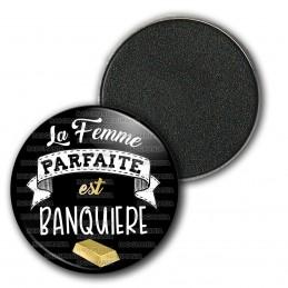 Magnet Aimant Frigo 3.8cm La Femme Parfaire est Banquiere - Lingot d'Or Fond noir