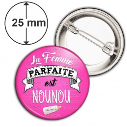Badge 25mm Epingle La Femme Parfaite est NOUNOU