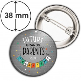 Badge 38mm Epingle Futurs GRANDS PARENTS qui déchirent - Banderole Fond Gris