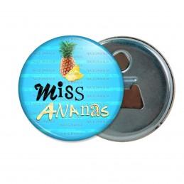 Décapsuleur 6cm Aimant Magnet Miss Ananas - Fruit ananas sur fond bleu