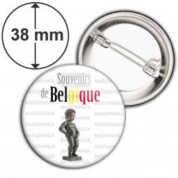 Badge 38mm Epingle Souvenirs de Belgique Statut Manquen Piss