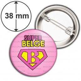 Badge 38mm Epingle Super Belge - Super Héros Femme Fond Rose