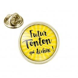 Pin's rond 2cm doré Futur Tonton qui Déchire - Fond jaune