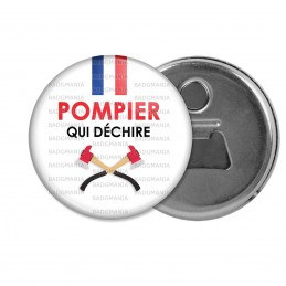 Décapsuleur 6cm Aimant Magnet POMPIER qui déchire - Bleu Blanc Rouge Haches Fond Blanc
