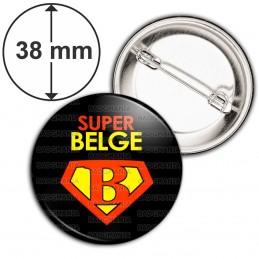 Badge 38mm Epingle Super Belge - Super Héros Homme Fond Noir
