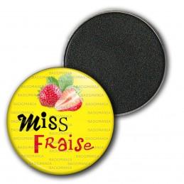 Magnet Aimant Frigo 3.8cm Miss Fraise - Fruit fraises sur fond jaune